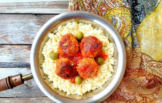 Klopsiki w stylu marokańskim z morelami i oliwkami