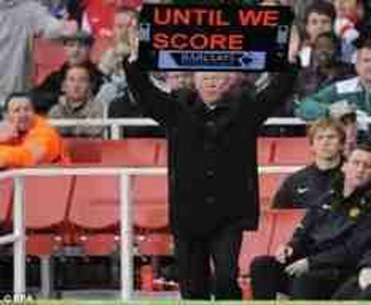 Sir Alex Ferguson displaying the length of extra time at Old Trafford.