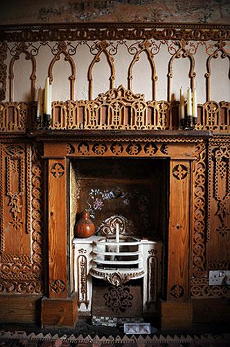 Gallery Khadambi Asalche's home: Khadambi Asalche's home: fireplace
