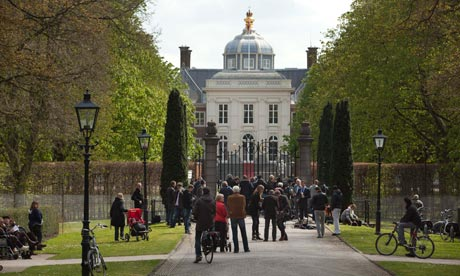 Journalists and citizens are seen at the gates of royal palace Huis ten Bosch.