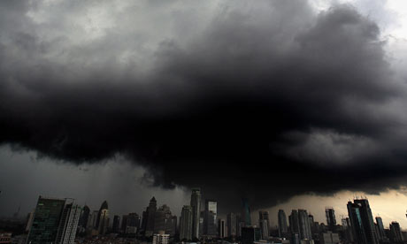 COP15 : Black clouds hover over the central Jakarta