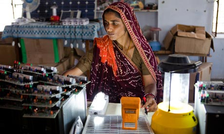 MDG : Barefoot Solar Engineer at the Barefoot College in Tilonia village, Ajmer, Rajasthan, India
