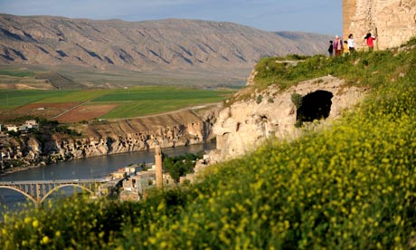 Hasankeyf and the Tigris river
