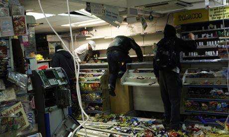 Looters ransack a shop in Hackney, London, 2011
