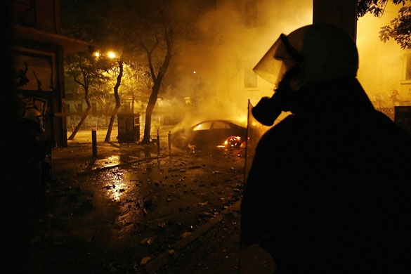 https://i0.wp.com/static.guim.co.uk/sys-images/Guardian/Pix/pictures/2008/12/10/1228906519990/Gallery-Greek-riots-A-rio-008.jpg