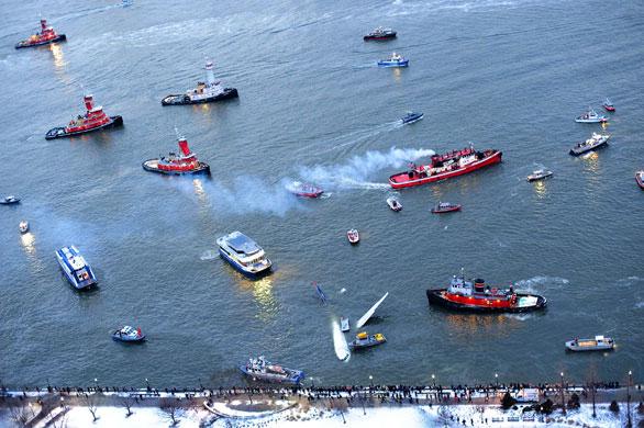 Gallery US Airways plane crash: Rescue boats surround the US Airways plane