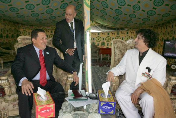 Muammar Gaddafi bersama Hugo Chavez