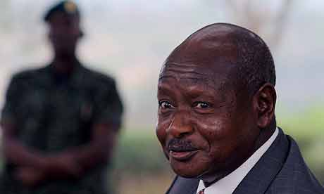 Uganda's president Yoweri Museveni addresses a last pre-election press conference in 2006