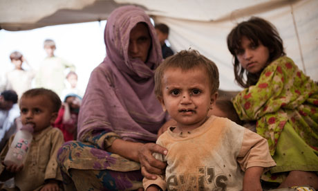 Pakistan floods: Reza and Mahmoud Khan sit with their mother Fatima