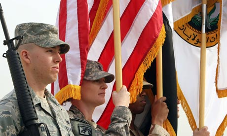 US soldiers hold the US and Iraqi flags