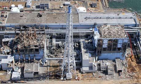 日本の3月の大地震と津波の後の福島第一原子力発電所