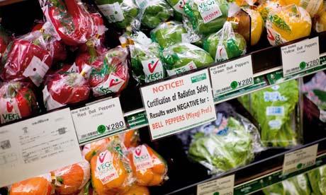 スーパーでは、放射能レベルが安全であると表示している。多くの人が輸入食品のほうが安全とみなしている。写真:ジェレミー・スーテイラト (Jeremie Souteyrat)