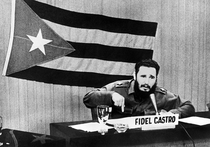 Cuban missile crisis : Cuban leader Fidel Castro gives a speech