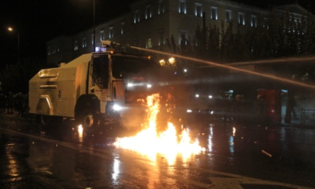 epa03462136 A water cannon truck is used against demonstrators near the Greek Parliament, Athens, Greece, 07 November 2012.
