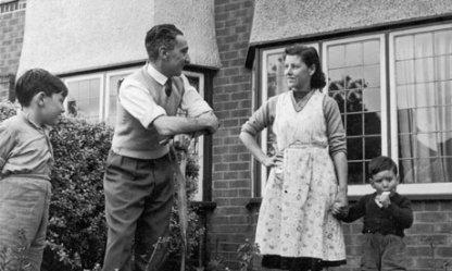 class middle 1950s manchester 1954 1950 british garden way britain guardian child mid american divorce lifestyle children 1960 struggled correspondents