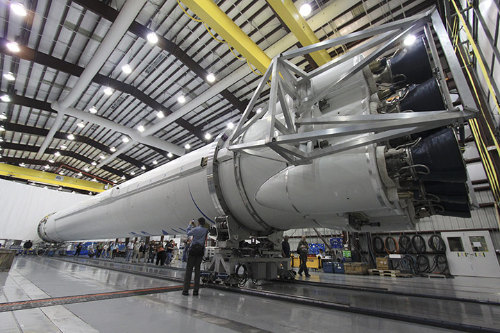 https://i0.wp.com/static.guim.co.uk/sys-images/Guardian/Pix/pictures/2012/5/22/1337687088109/Falcon-9-Rocket-013.jpg