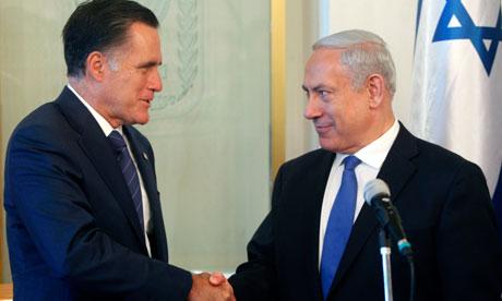 Ромни се здрависва с израелския премиер по време на своята визита в Израел. Снимка: Lior Mizrahi, Xinhua Press, Corbis