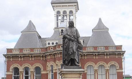 Statue of Newton in Grantham