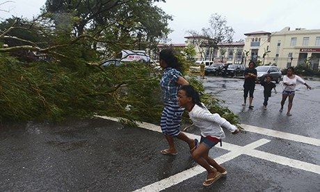 Typhoon Haiyan: residents flee