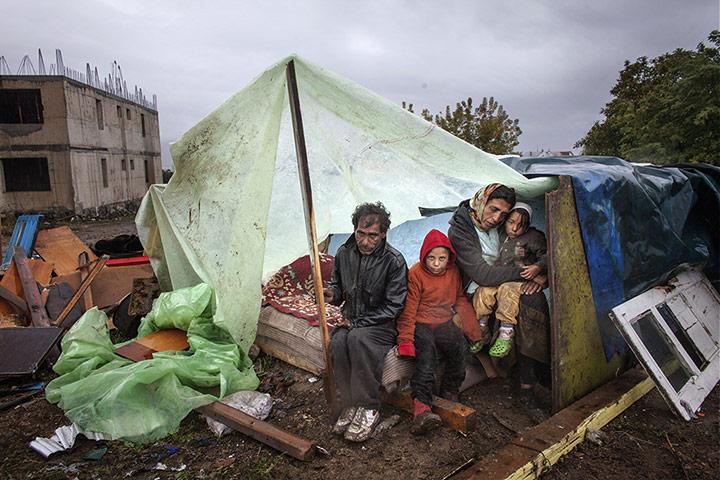 20 Photos: A Roma family of Turkish origin in Eforie Sud, Romania