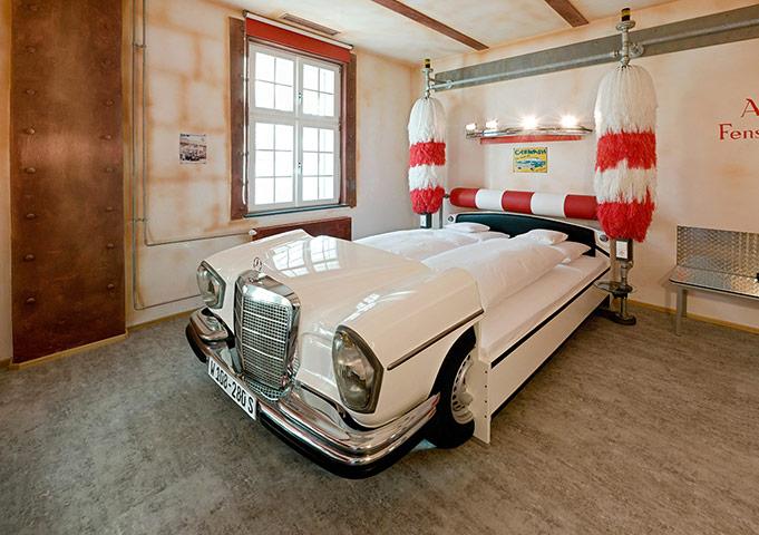Unusual hotels: V8 Hotel im Meilenwerk Stuttgart auf dem Flugfeld Boeblingen.