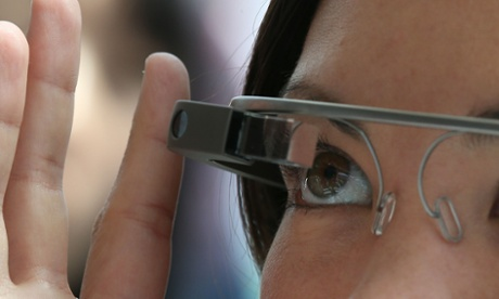 Google Glass tapped by woman