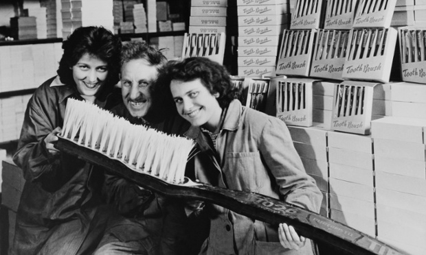 The toothbrush becomes big business - Hungary around 1900