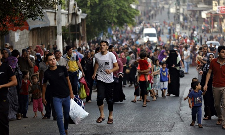 Palestinos huyen hogares en Gaza