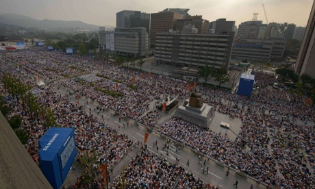 Worshippers gathered for a mass by Pope Francis at Gwanghwamun Square in central Seoul