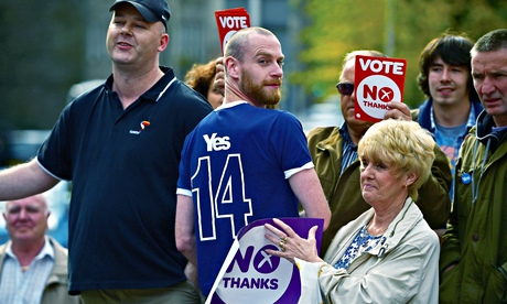 Yes and No supporters in the Grassmarket, Edinburgh