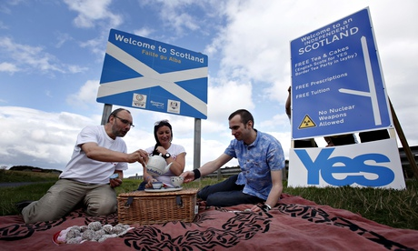 Members of English Scots for Yes at the border between Scotland and England at Berwick-upon-Tweed