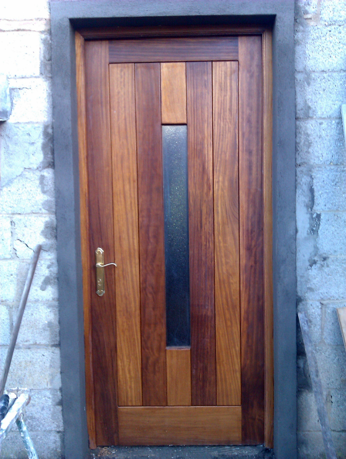 Foto Puerta Exterior en Madera de Iroko de Carpintera Juan Carlos 276650  Habitissimo