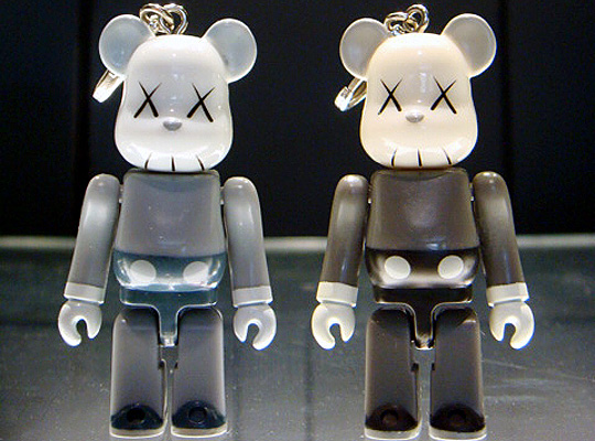 Original Fake 5th Anniversary KAWS Companion 70 Bearbrick Highsnobiety