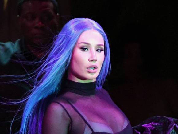 """Iggy Azalea Claps Back At T.I.'s Criticism: """"Worry About What Your Next Story Line Is For Family Hustle"""""""