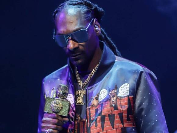 An 'Ashamed' Snoop Dogg Apologizes To His Wife For 'Fuckin' With A Lame Bitch