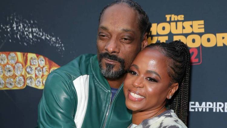 Snoop Dogg Hires Wife Shante Broadus As His Manager Amid New Def Jam Role