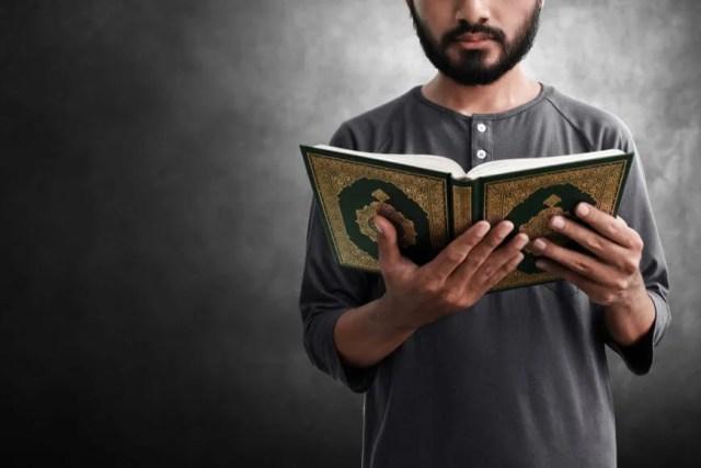 O livro sagrado dos muçulmanos é conhecido como Alcorão.