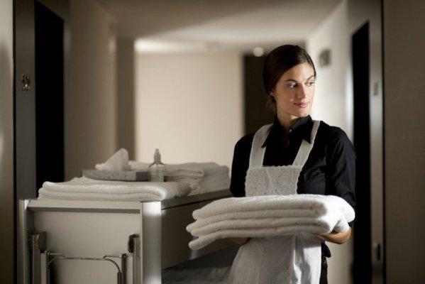 Serviciile cele mai externalizate sunt curățenia, siguranța, întreținerea și aprovizionarea cu alimente și băuturi.  #shu#