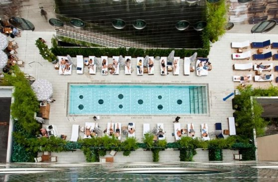 Vedere a piscinii hotelului Dream Downtown din New York din camera, este un exemplu de fotografie candidată de a fi partajată pe Instagram. Fotografie: Dream Hotel Group. am Hotel Group.