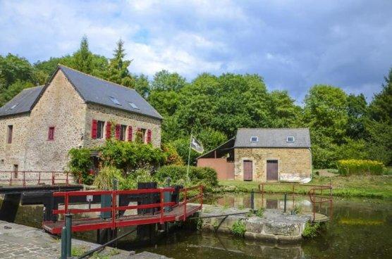 Până acum au fost renovate 17 din cele 156 de case din ecluze care se află pe malurile canalurile din Bretania.