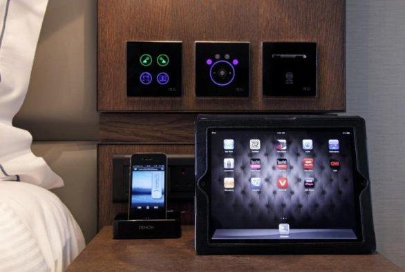 Aproape toate camerele ale hotelului Eccleston Square din Londra sunt controlate prin tastaturi cu senzori.
