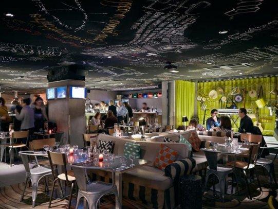 Hotelul Mama Shelter Paris a fost proiectat de Philippe Starck.