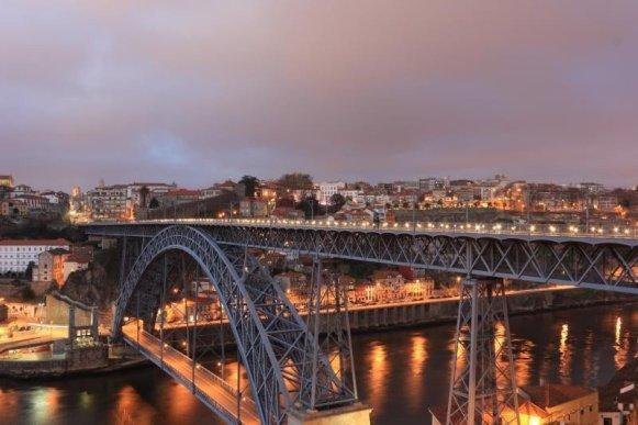 Oporto are 214.000 rezidenți.