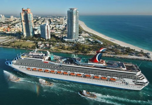 Carnival Valor în portul Miami.