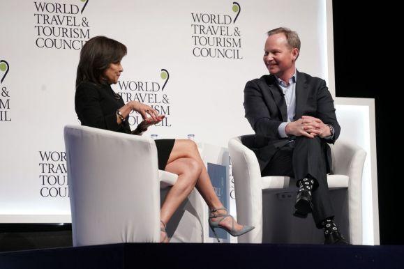 Momentul interviului cu Mark Okerstrom, CEO-ul Expedia.