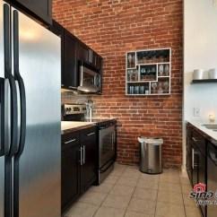 Kitchen Backspash Kingston Brass Faucets 厨房也焕然一新 安装了石英台面和镜面后挡板 家居秀 新浪装修家居
