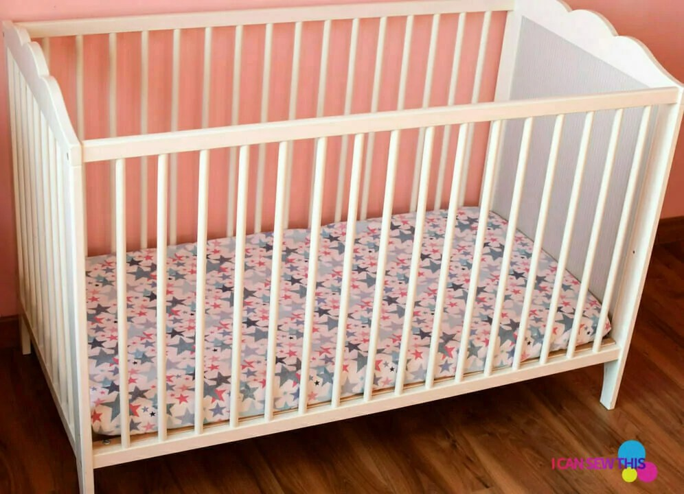 Free sewing pattern: How to sew a fitted crib sheet