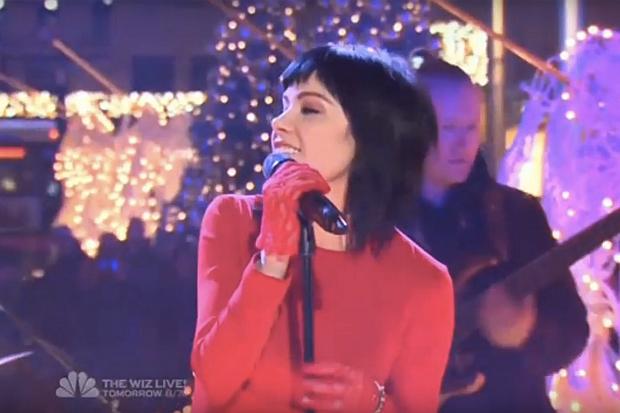 Carly Rae Jepsens Last Christmas Performance At