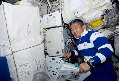Jatkossa Koichi Wakatankaan ei tarvitse kuskata avaruuteen yhtä paljon alusvaatteita kuin ennen.
