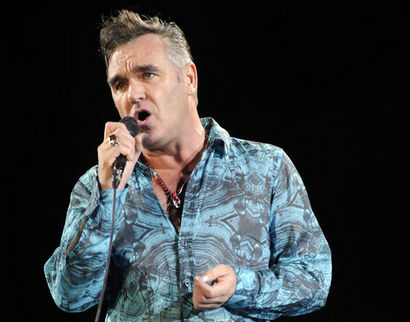 Morrissey jätti yleisön ihmettelemään jatkuuko keikka vai ei.